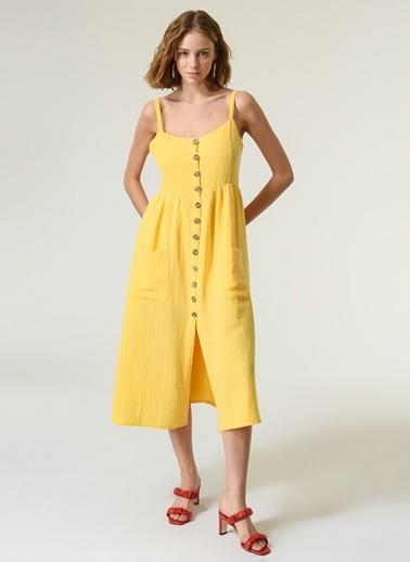 NGSTYLE Kadın Düğme Detaylı Askılı Elbise NGKSS21EL0022 Sarı